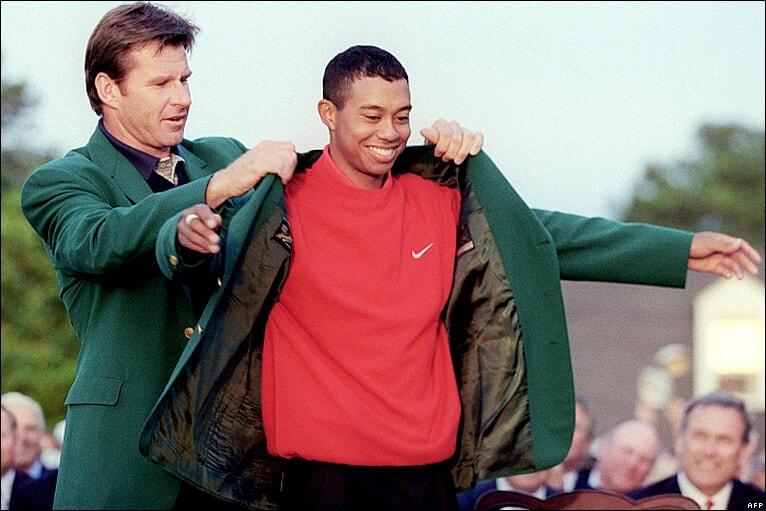 Masters 1997 - Remise Veste verte à Tiger Woods par Nick Faldo