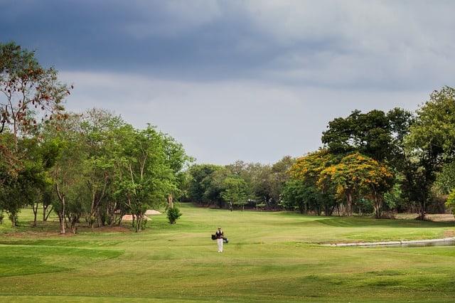 plaisir golf - marcher nature - seul